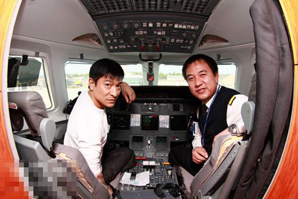 刘德华豪华私人飞机曝光机_刘德华有飞机吗? 刘德华飞机 刘德华的私人飞机